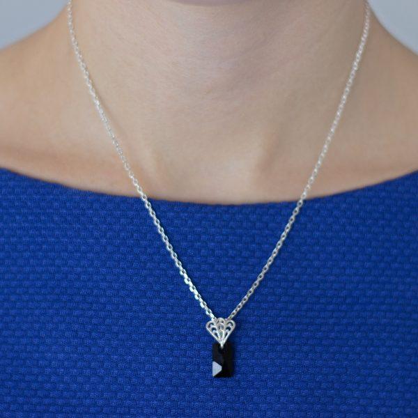 Collar-Seagull-con-pieza-de-Swarovski-Elements-en-negra